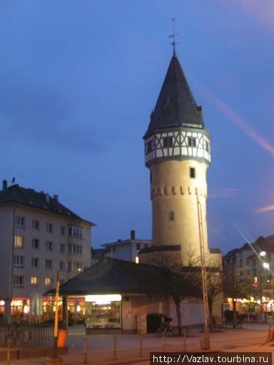 Башня в подсветке