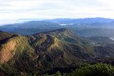 Горы и монастырь у подножия