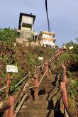 Крутые ступени у вершины