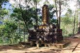 Японцы установили памятник у подножия Пика Адама