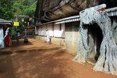 Пещера под скалой