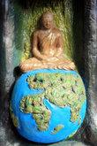 Будда на глобусе