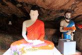 Будда под скалой