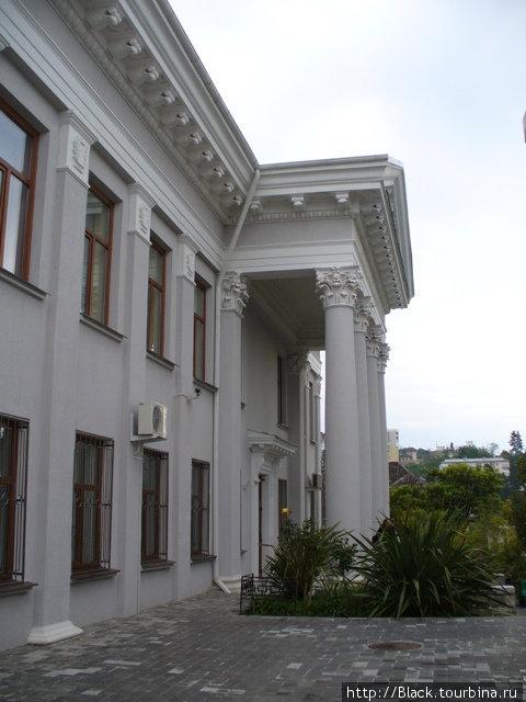 Здание, построенное в 1956 году. В этом здании развернута литературно-мемориальная экспозиция.