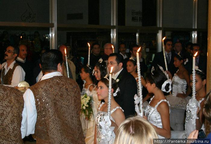 Подсмотрели кусочек свадебной процессии в гостиннице. Необычно!