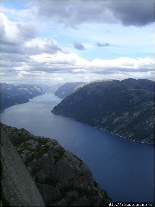 На Кафедре проповедника. Вид на фьорд с высоты 604 м