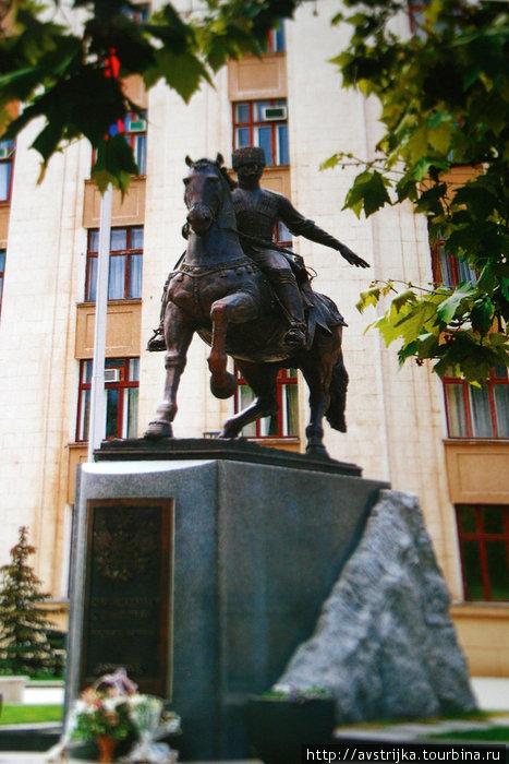 памятник кубанским казакам-первопоселенцам
