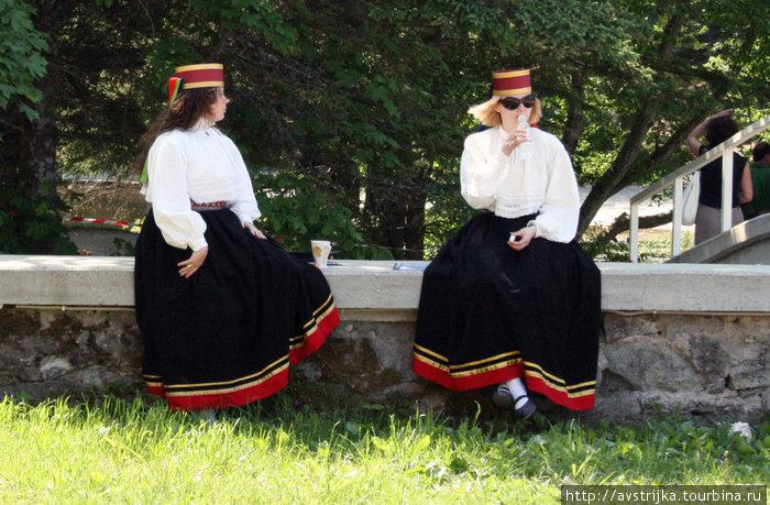 эстонские национальные костюмы