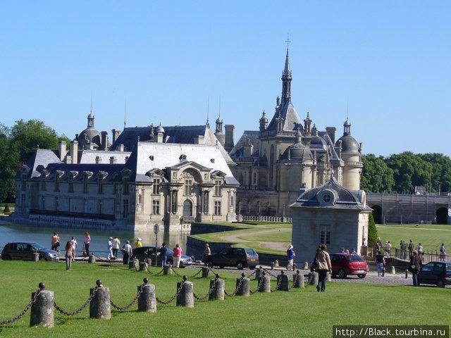Слева Малый замок, справа — Новый замок