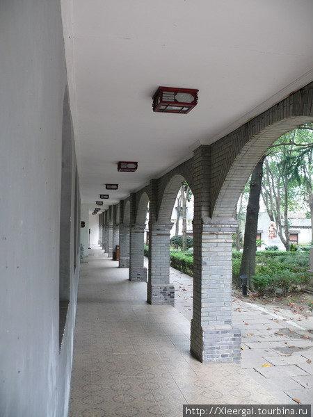 Здания женской школы в Тунли