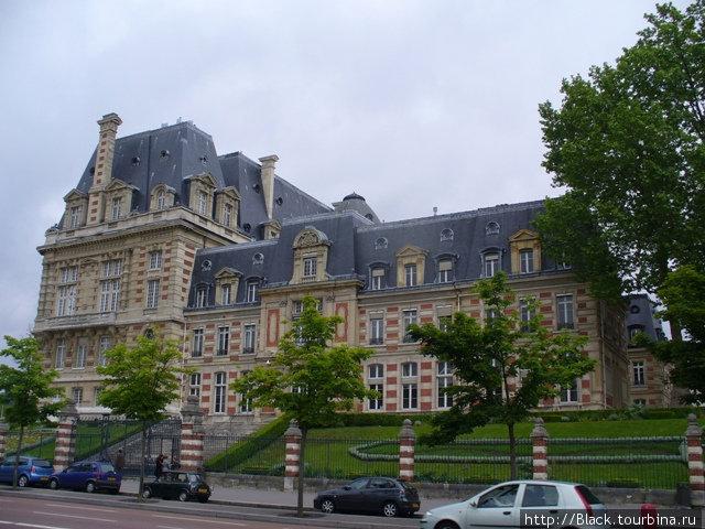 На подходе к Версальскому дворцу