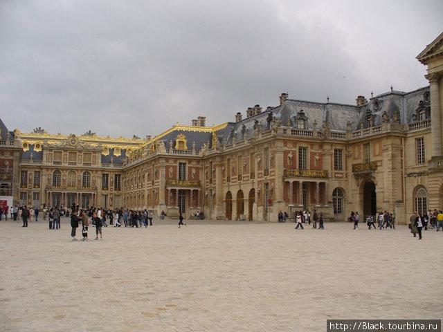 Площадь перед Мраморным двориком версальского дворца