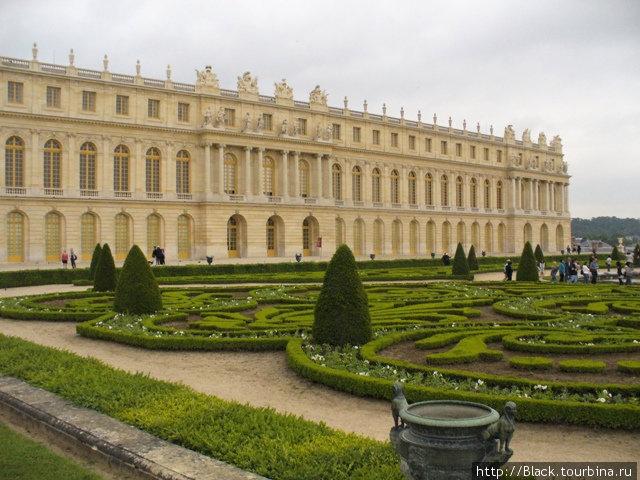 Версальский дворец со стороны парка