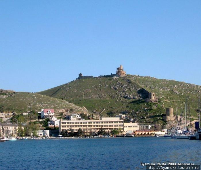 Вид на руины крепости Чембало.