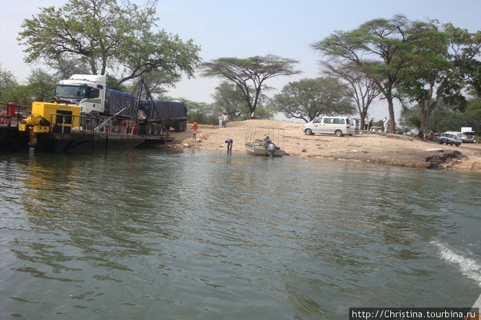 Вот она — граница между Замбией и Ботсваной.