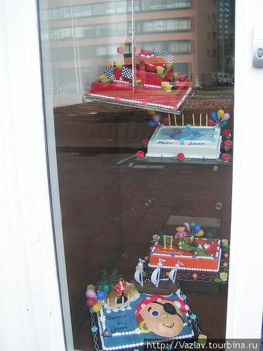 Готовые изделия на витрине