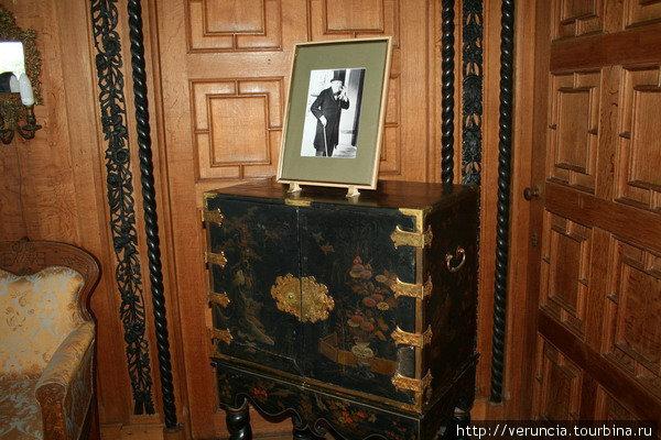 Портрет Черчилля в кабинете, в котором он жил.