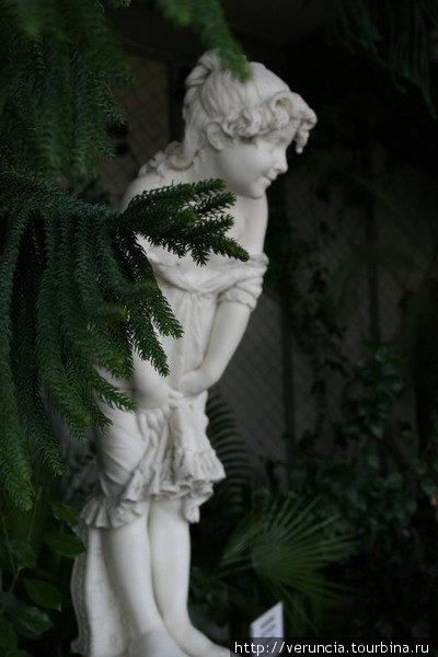 Прелестная скульптура девочки работы Корбеллини.