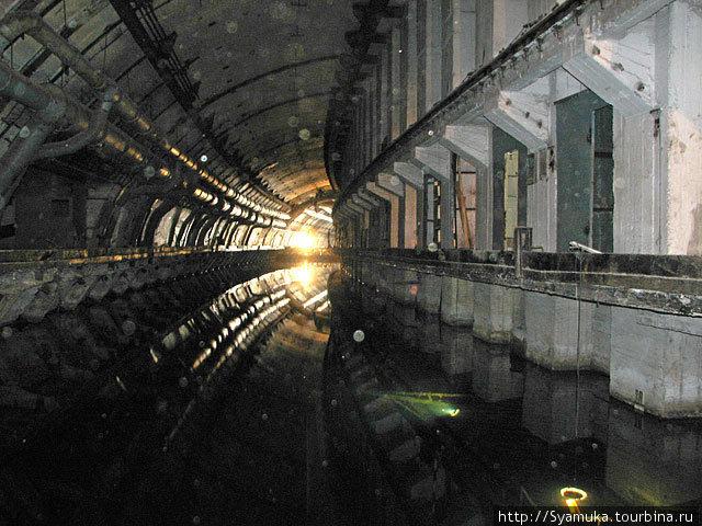 Суххой док был способен принять две подводные лодки одновременно.