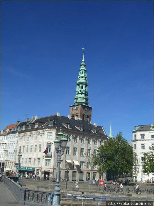 Церковь Святого Николая, точнее её часть — шпиль колокольни