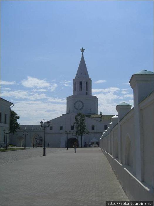 Спасская башня (изнутри Кремля)