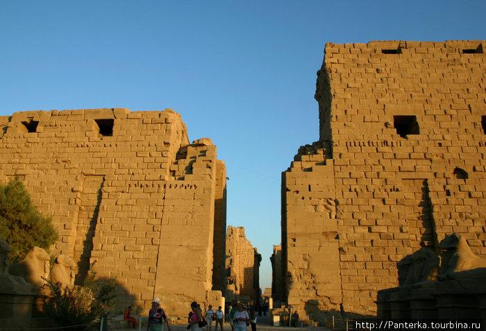 Вход в Карнакский храмовый комплекс