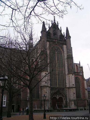 Один из фасадов церкви