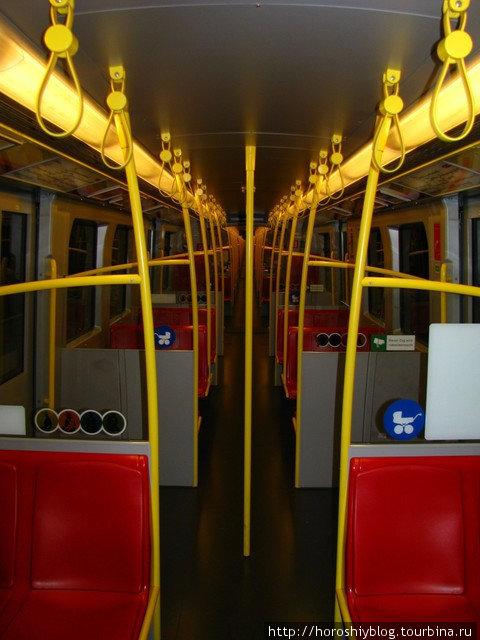 Салоны в метро в основном яркие и производят хорошее впечатление