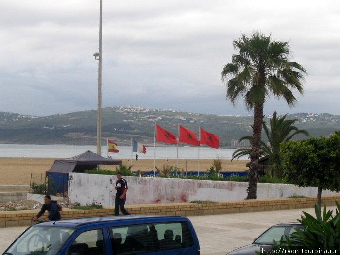 Первая фотка в Марокко. Берег Гибралтарского пролива. За морем — Европа