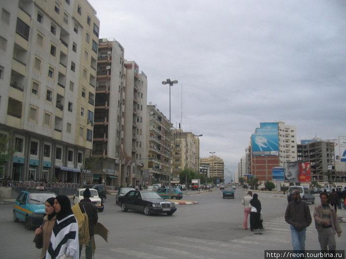 Танжер — город довольно крупный, с многоэтажками здесь порядок