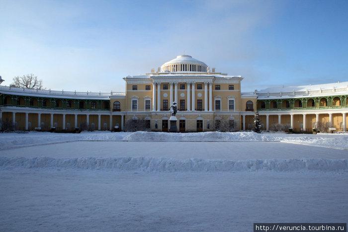 Павловский дворец.