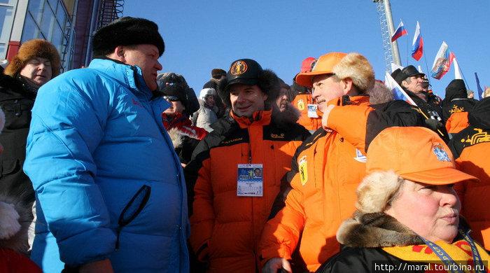 Горячо болели за наших спортсменов ярославский губернатор Сергей Вахруков (справа) и рыбинский мэр Юрий Ласточкин (слева).