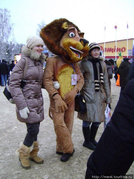 Ну, как же не сфотографироваться со львом Бонифацием!