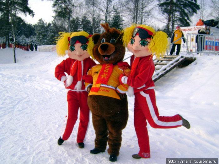 Не только я вас приглашаю, но и мишка Дёмка с двумя очаровательными лыжницами