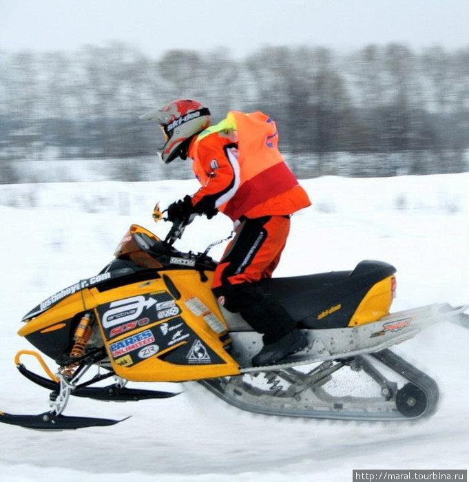 Тем, кто любит скорость, — снегоход в руки!