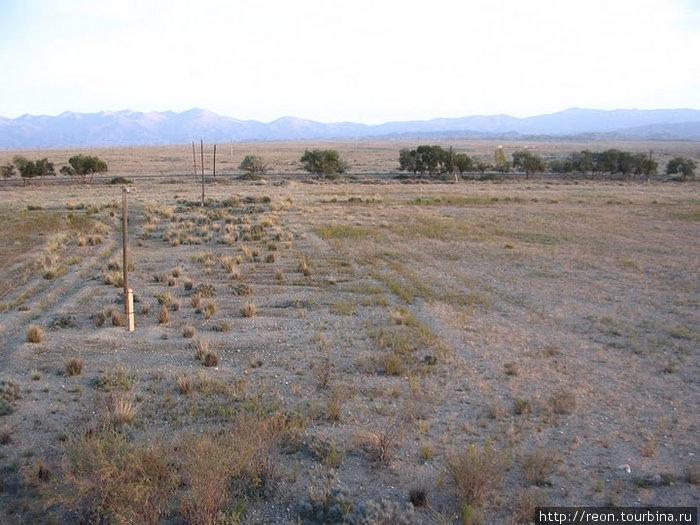Основные фотографии находятся в альбоме Утро на Иссык-Куле. А это — киргизская полупустыня!