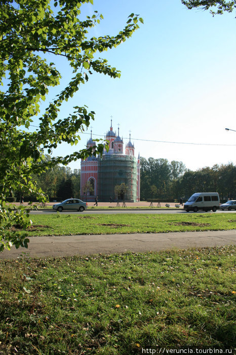 Церковь со стороны дворца.