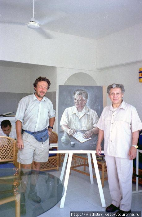 Справа налево: сеньор Анхинеро, его портрет моей работы и я