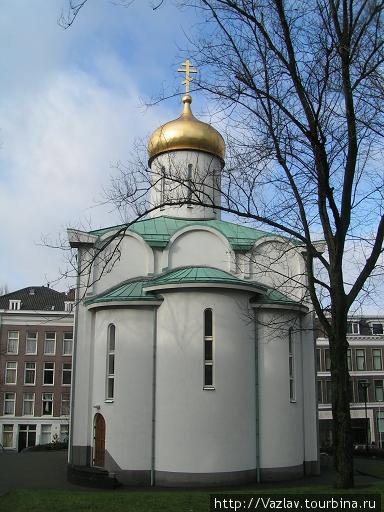 Церквушка выглядит очень красиво