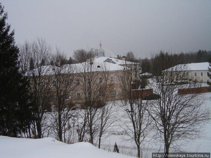 Вид на Павло-Обнорский монастырь