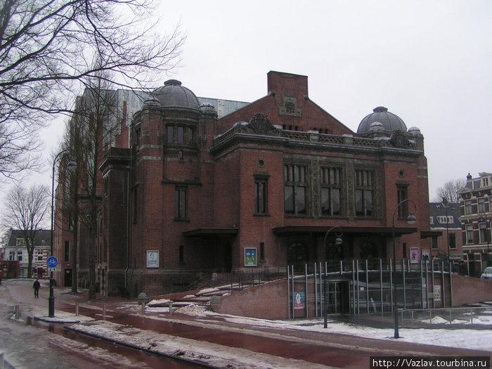 Главный фасад театра