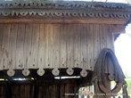 Экспонаты музея, а в прошлом просто сани, на которых Чехов- врач объезжал больных из деревни в деревню, ждут своего часа под красивым, но еще не обустроенным навесом...