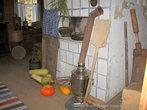 В кухне всего два помещения: первое — сама кухня, обставленная в деревенском стиле — с печкой, с кочергой и ухватами, с горшками и корытами...