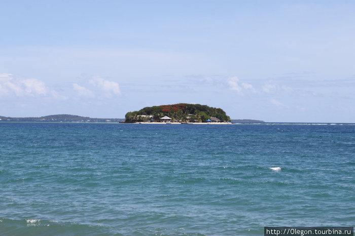 На весь остров только территория отеля