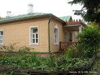 В обустройстве усадьбы, Антон Павлович принимал самое непосредственное участие. Он делал планировку и разбивал сад, цветники, подбирал сорта плодовых деревьев, сам их сажал.