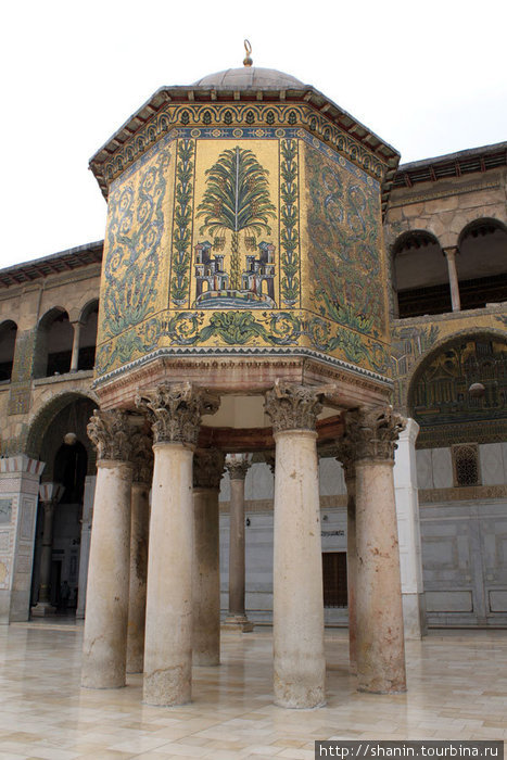 Сокровищница во дворе мечети Омейядов