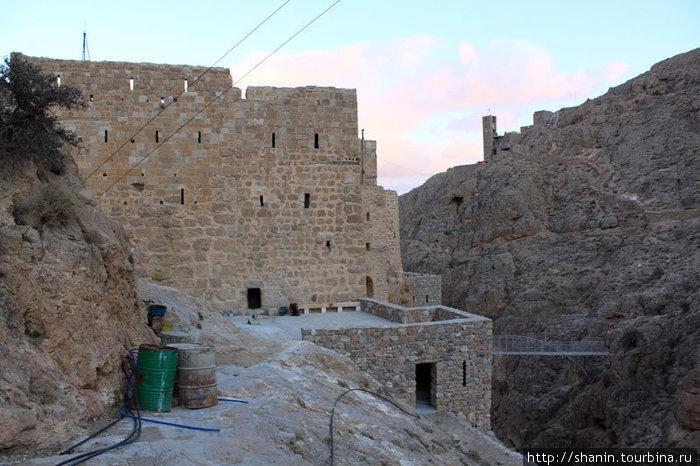 Монастырь Мар Муса — вид сзади