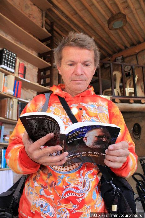 Книга отца Паоло тоже есть в монастырской библиотеке