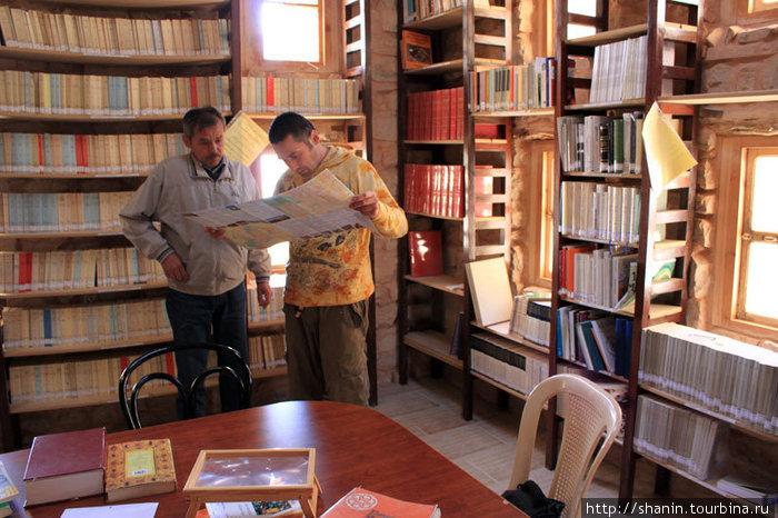 В монастырской библиотеке