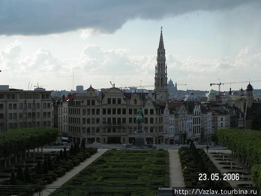 Вид на площадь и на город